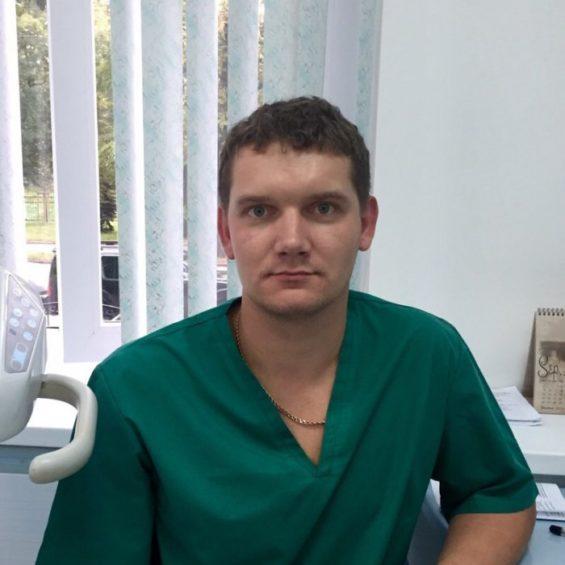 Челюстно-лицевой хирург, имплантолог Кремлев Владимир Андреевич